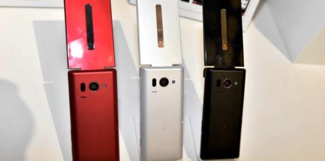Sharp-clamshell-smartphone aquos k flip