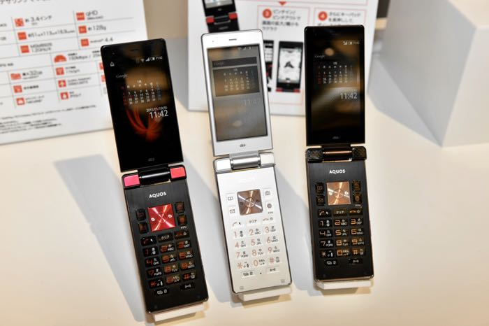 Sharp-clamshell-smartphone aquos k flip2