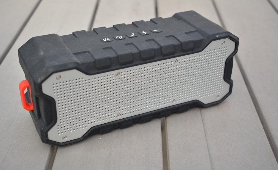 lautsprecher f r unterwegs aukey outdoor bluetooth speaker mobilectrl. Black Bedroom Furniture Sets. Home Design Ideas